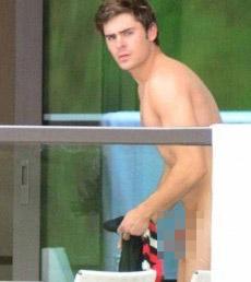 Zac Efron nude in Australia